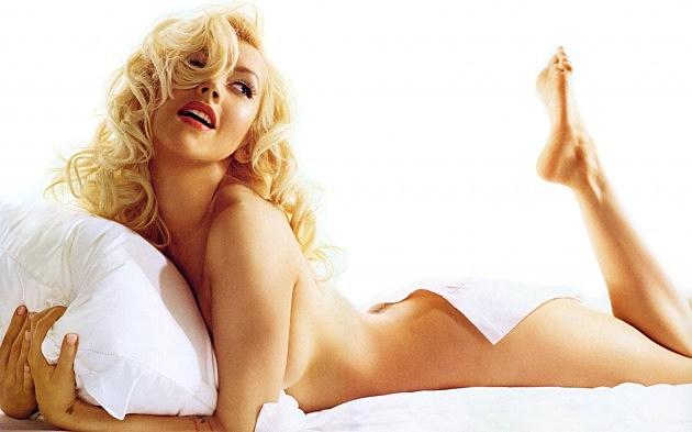 Babe of the Day: Chris... Christina Ricci Perfume